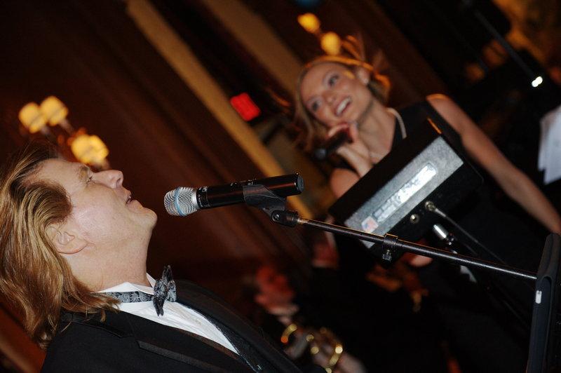 duquesne_club_john_singing