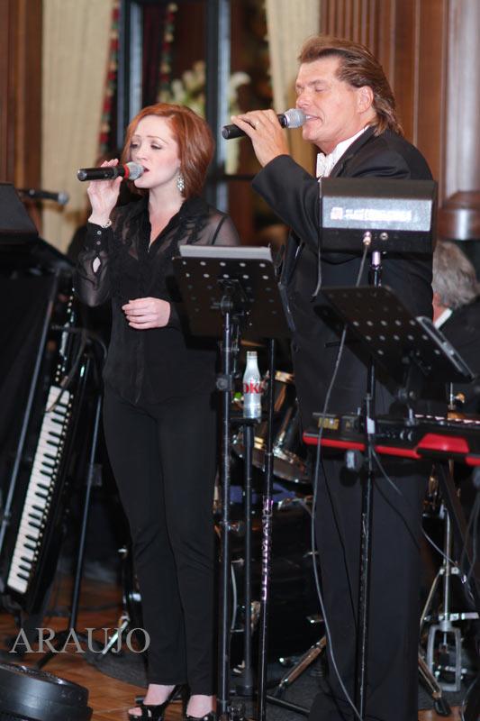 Duquesne Club Pittsburgh Wedding Reception: Wedding Band Singing