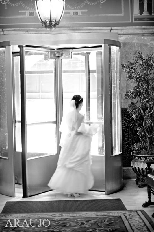 Duquesne Club Pittsburgh Wedding: Bride Runs Out of Revolving Door