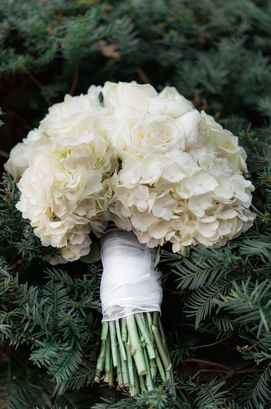 Longue Vue Club Pittsburgh Wedding: Simple White Flowers