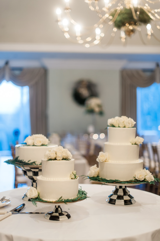 Longue Vue Club Pittsburgh Wedding Reception: White Layer Cakes with Flowers