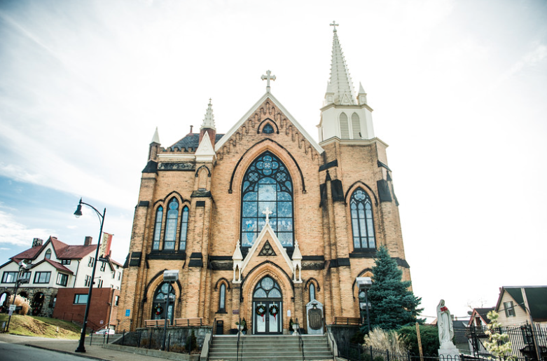 Longue Vue Club Pittsburgh Wedding Ceremony: Cathedral Exterior