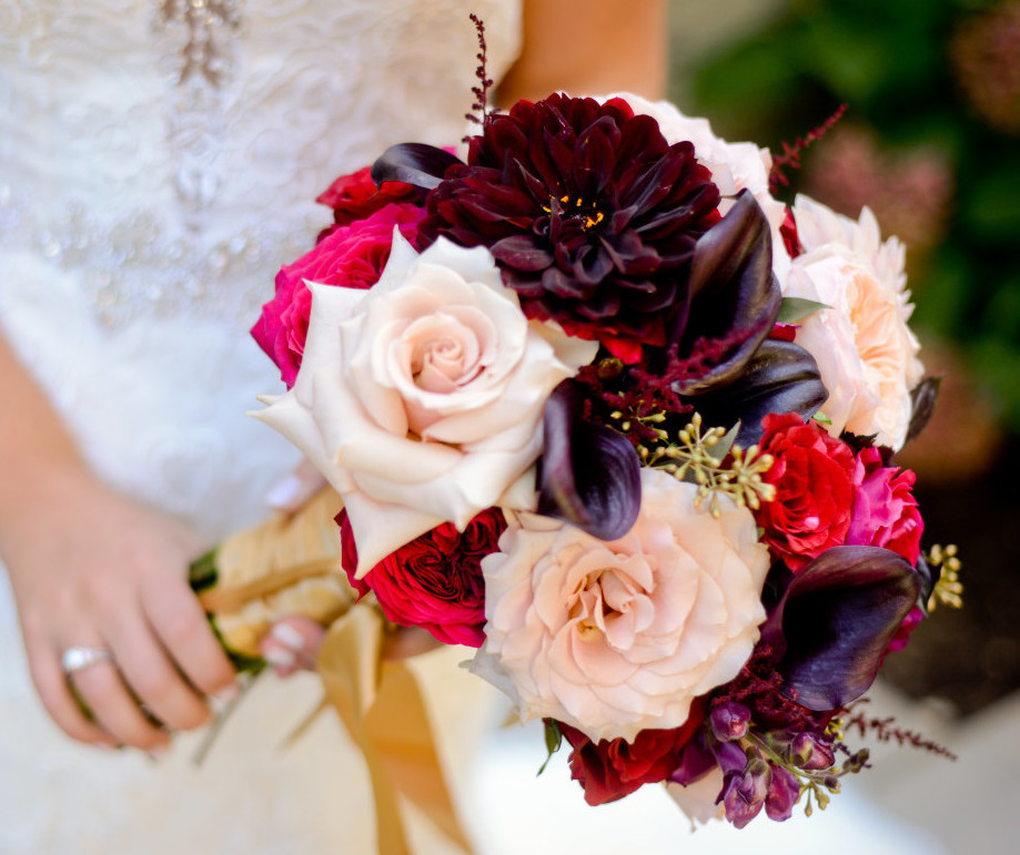 Parkersburg Country Club West Virginia Wedding Bride Holding Bouquet