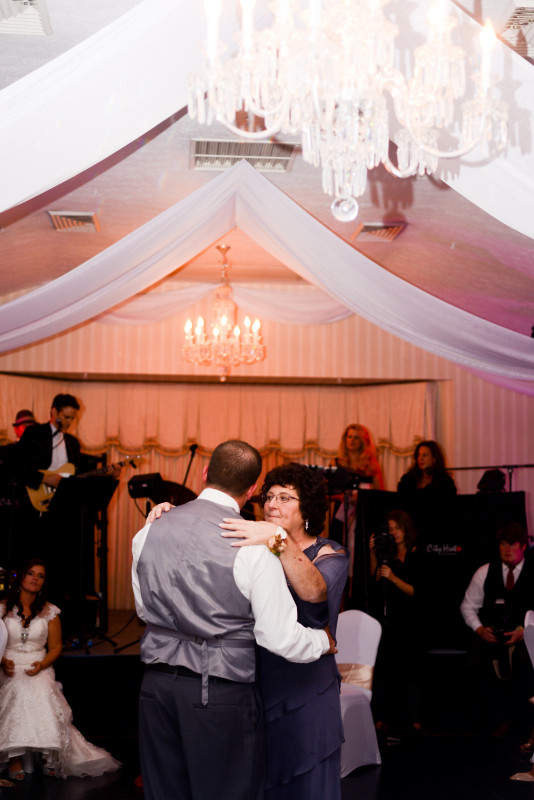 Parkersburg Country Club West Virginia Wedding Slow Dancing