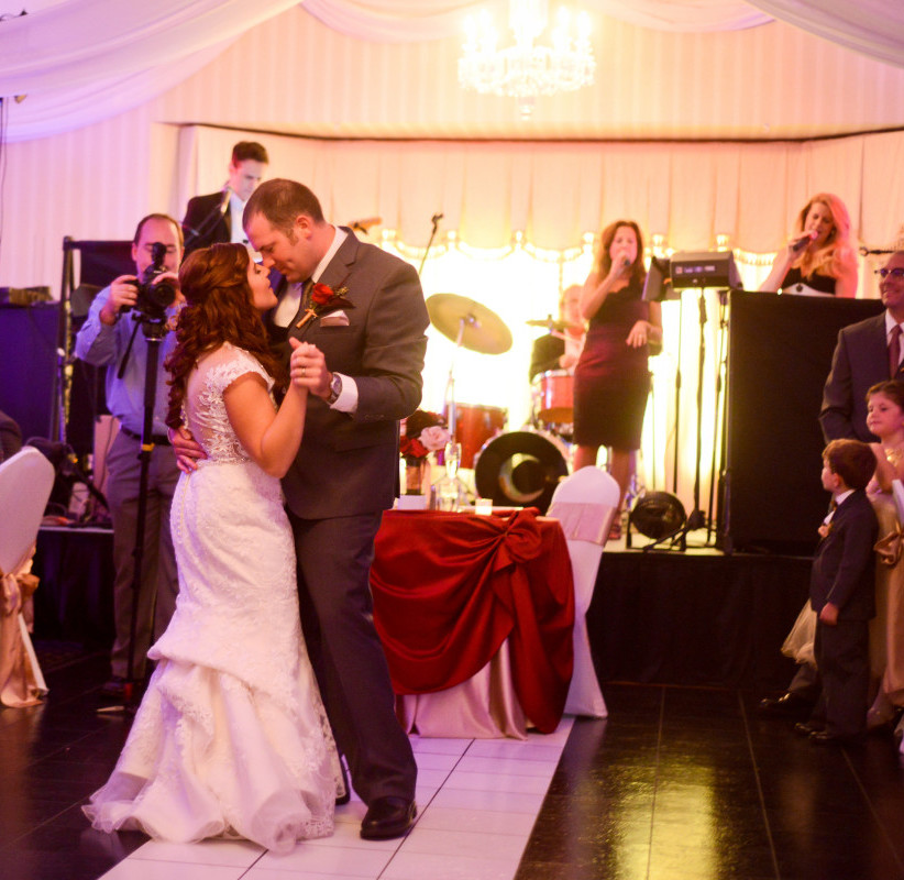 Parkersburg Country Club West Virginia Wedding Couple First Dance
