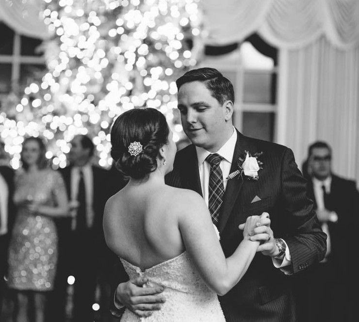 Country Club Pittsburgh Wedding Bride and Groom First Dance