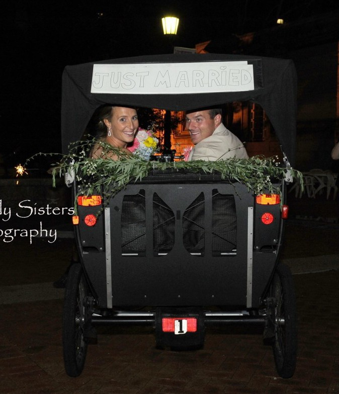 Memorial Hall Pittsburgh Wedding Newlyweds Leave in Carriage